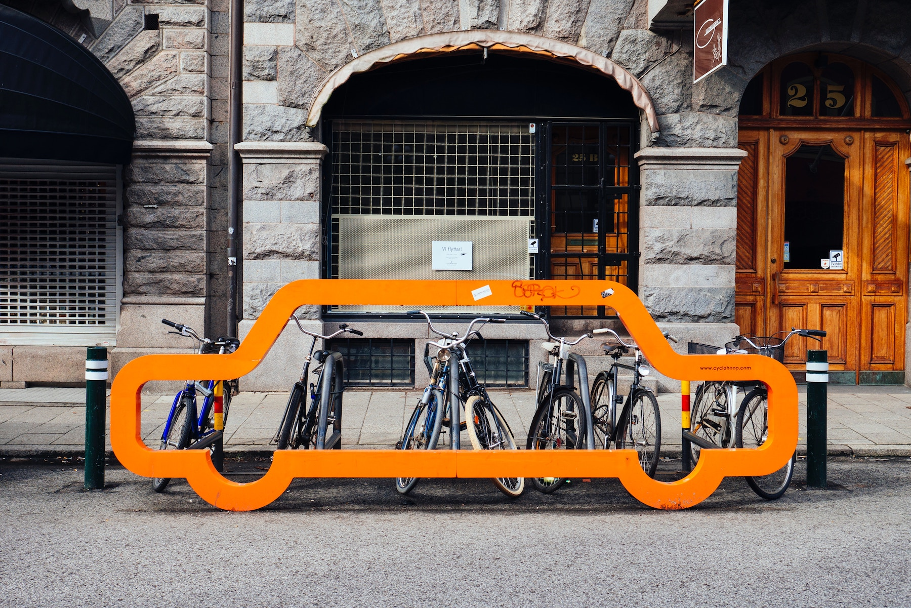 Tesla of bicycles startup VanMoof raises €4 million to expand internationally
